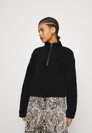 NMLEA - Sweater - black