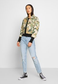Pieces - PCLEAH MOM - Jeans relaxed fit - light blue denim - 1