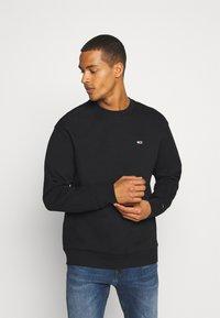 Tommy Jeans - CLASSICS CREW - Sweatshirt - black - 0