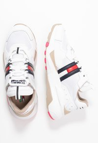 Tommy Jeans - COOL RUNNER - Trainers - white/glamour - 3