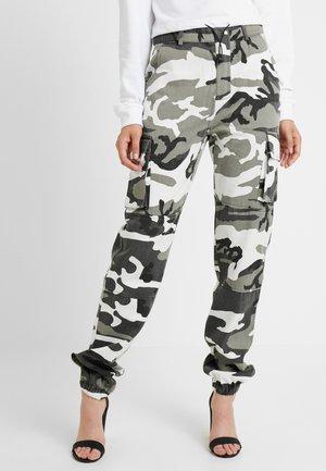 CAMO CARGO TROUSERS - Kalhoty - grey