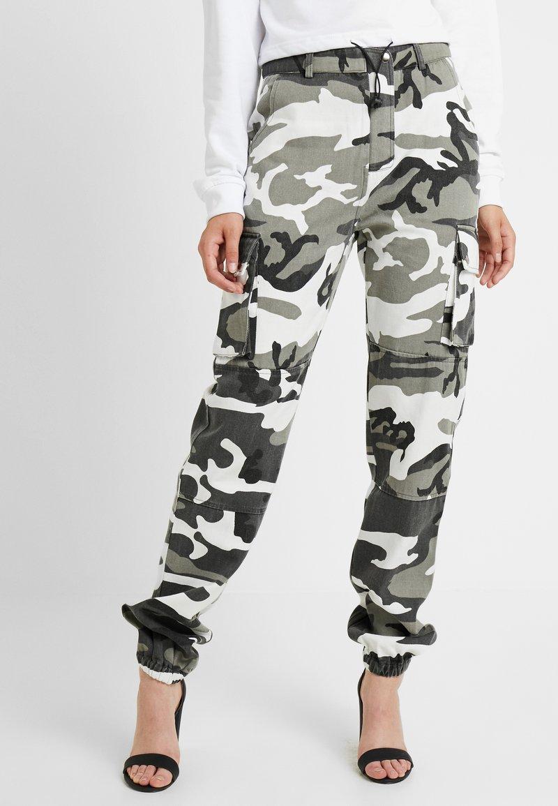 Missguided Tall - CAMO CARGO TROUSERS - Pantalon classique - grey