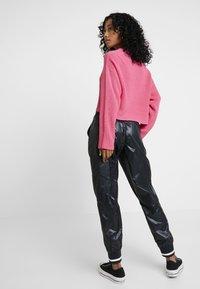 Converse - VOLTAGE JOGGERS - Trousers - black - 3