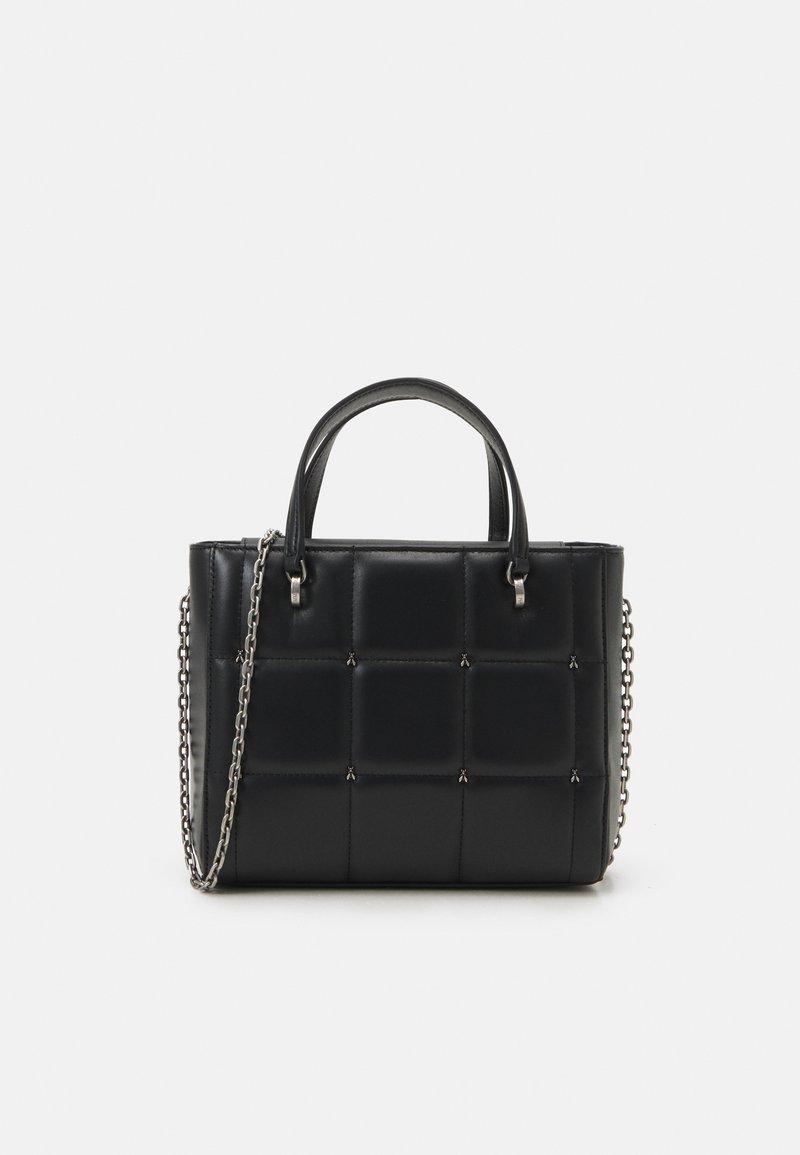 Patrizia Pepe - FLY SQUARED PUFFY TOP HANDLE - Handbag - nero