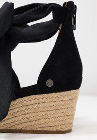 UGG - TRINA - Loafers - black - 2