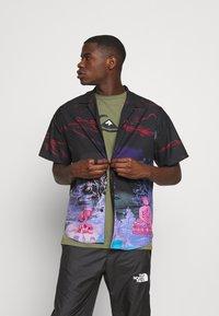 Quiksilver - COMP LOGO - Print T-shirt - four leaf clover - 3