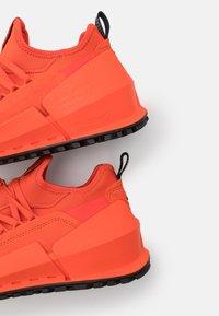 ECCO - BIOM 2.0  - Sneakers basse - fire - 5