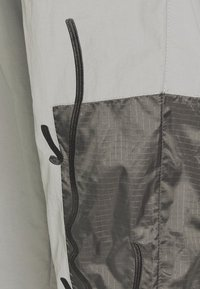 Karl Kani - SIGNATURE BLOCK TRACKPANTS - Spodnie treningowe - grey - 3