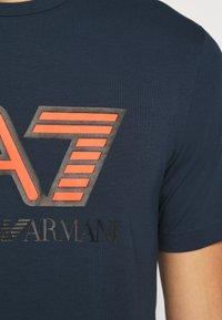 EA7 Emporio Armani - Triko spotiskem - navy blue - 5