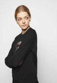 KARL LAGERFELD - IKONIK RHINESTONES  - Sweatshirt - black - 3
