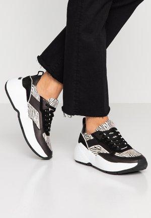 YUKO - Baskets basses - schwarz/weiß