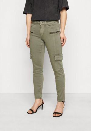 VMHONNISEVEN SLIM CARGO - Trousers - bungee cord