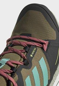 adidas Performance - TERREX SKYCHASER GORE-TEX 2.0 WANDERSCHUH - Stabile løpesko - green - 6