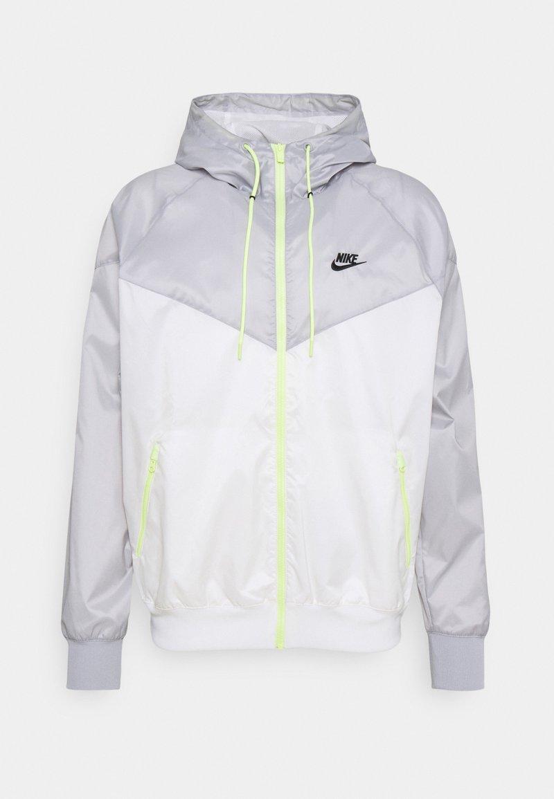 Nike Sportswear - Lehká bunda - sail/light smoke grey/light lemon twist/black
