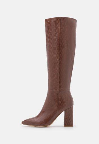 FIREFLY - Boots med høye hæler - brown paris