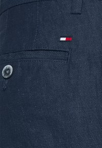 Tommy Hilfiger Tailored - DENTON HERRINGBONE - Trousers - desert sky - 5