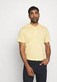 Nike Golf - DRY VICTORY SOLID - Funkční triko - celestial gold/white - 0