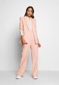 Bec & Bridge - CLUB PANT - Kalhoty - peach - 1