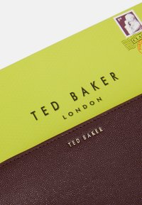 Ted Baker - OOLLIVE CHARM ZIP AROUND MATINEE - Wallet - purple - 4