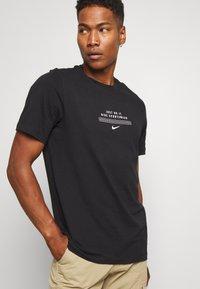 Nike Sportswear - TEE - Print T-shirt - black/white - 3