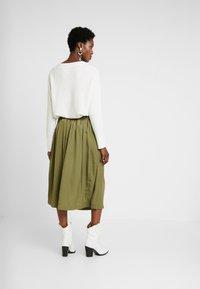 Rosemunde - Áčková sukně - martini olive - 2