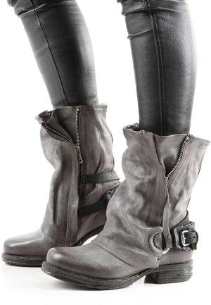 Cowboy/biker ankle boot - grau