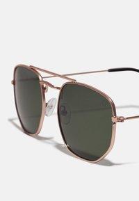 CHPO - JOHN - Sunglasses - gold-coloured/green - 2