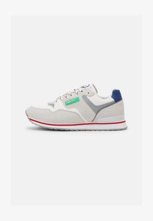 SNUG - Sneakers basse - white/royal