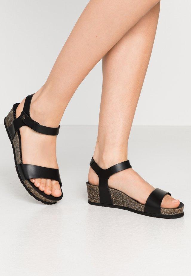 CAPRI NATURE - Sandalias con plataforma - schwarz