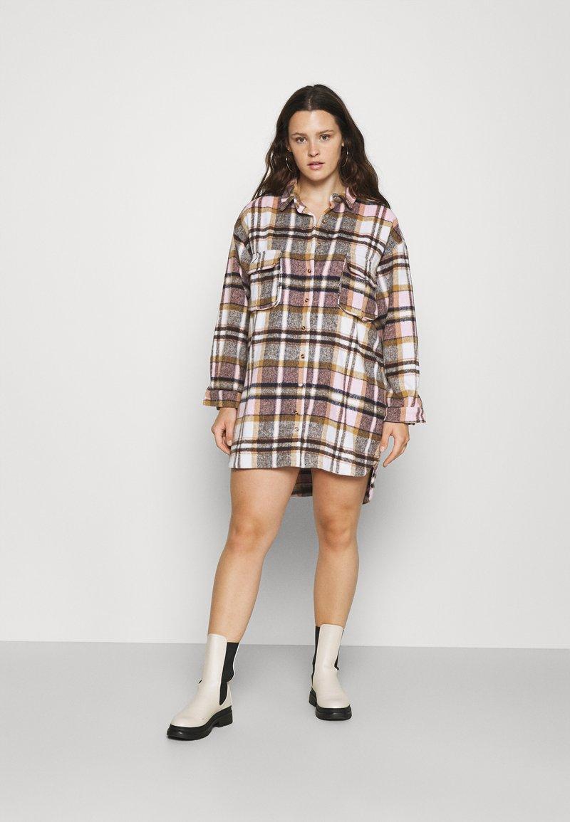 Missguided Plus - OVERSIZED SHIRT DRESS BRUSHED CHECK - Skjortekjole - pink