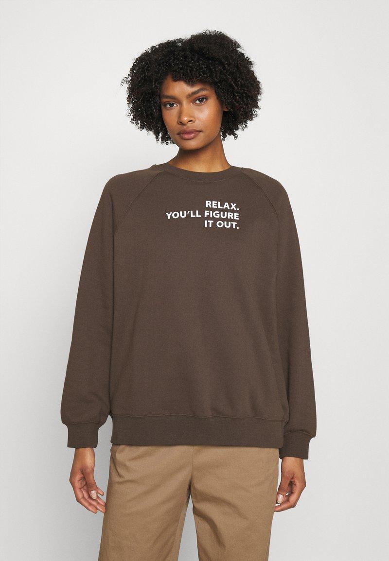 DESIGNERS REMIX - WILLIE - Sweatshirt - dusty brown/white print
