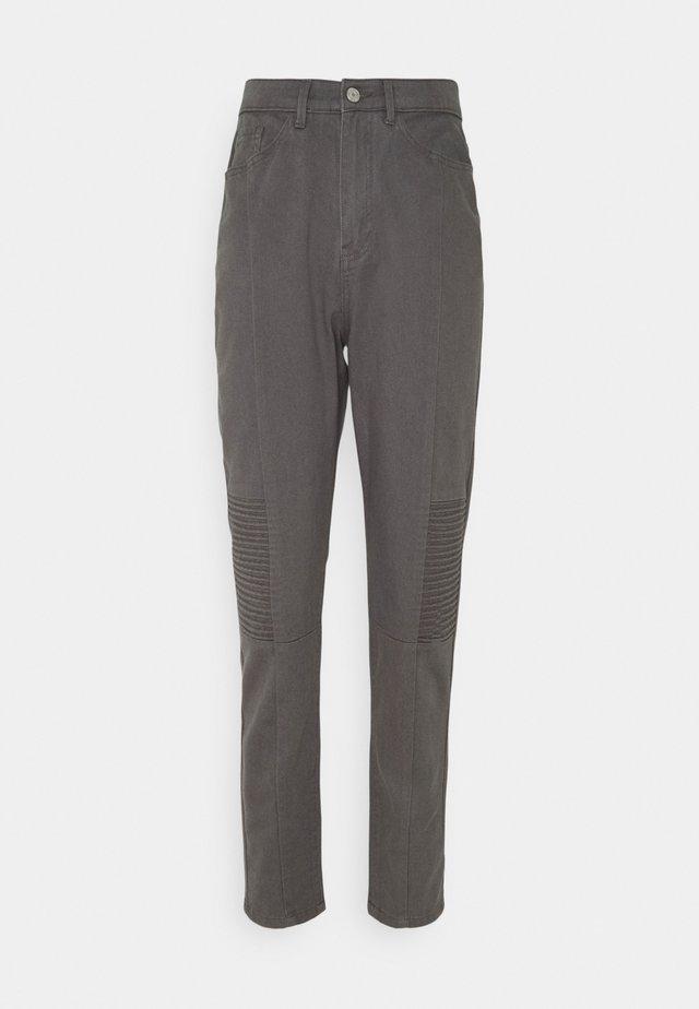 BIKER DETAIL RIOT - Straight leg jeans - black