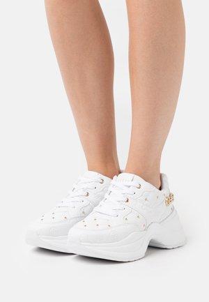 JENCY - Sneakers - white