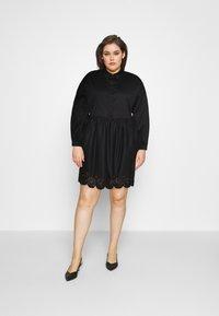 Glamorous Curve - SCALLOP HEM MINI DRESS - Košilové šaty - black - 1