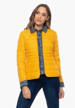 ANORAK MIT DETAIL AN AUSSCHNITT, MANSCHETTEN UND KN - Light jacket - amarillo