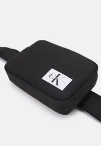 Calvin Klein Jeans - MONOGRAM BADGE WAISTBAG UNISEX - Bum bag - black - 3