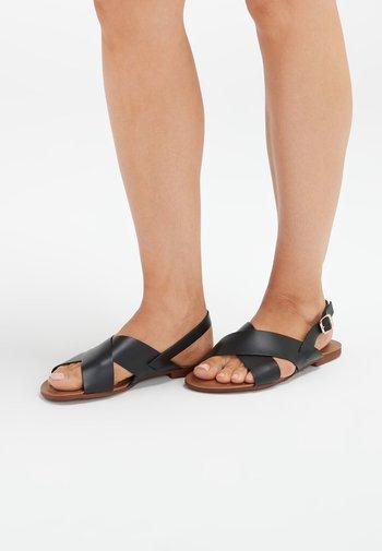 FOREVER COMFORT® CROSS FRONT SLINGBACKS - Sandały - black