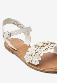 Next - TAN FLOWER EMBELLISHED SANDALS (OLDER) - Sandalen - white - 4