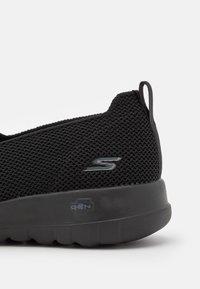 Skechers Performance - GO WALK JOY - Sportieve wandelschoenen - black - 5