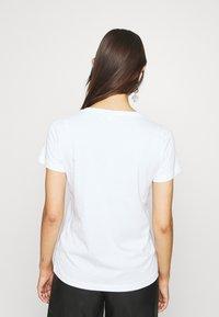 Cream - FLORA - Print T-shirt - snow white - 2