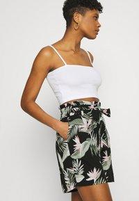 Vero Moda - Shorts - black - 4
