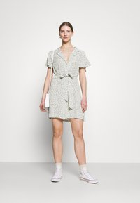 Nly by Nelly - EVERYDAY DRESS - Shirt dress - green floral - 1