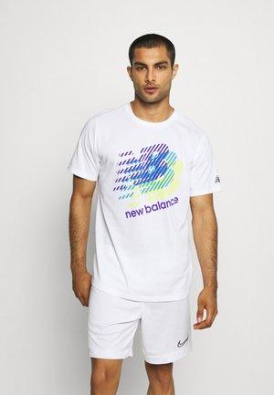 GRAPHIC HEATHERTECH TEE - T-shirt con stampa - white/blue