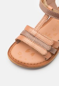 Kickers - DIAMANTO - Sandals - orange/rose metallise - 5
