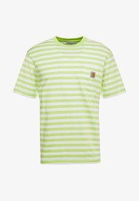 SCOTTY POCKET  - Print T-shirt - lime / white