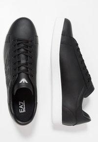 EA7 Emporio Armani - UNISEX - Zapatillas - black - 1