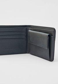 PULL&BEAR - Wallet - black - 2
