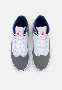 Jordan - MAX AURA 2 - Baskets montantes - smoke grey/track red/white/deep royal blue - 3