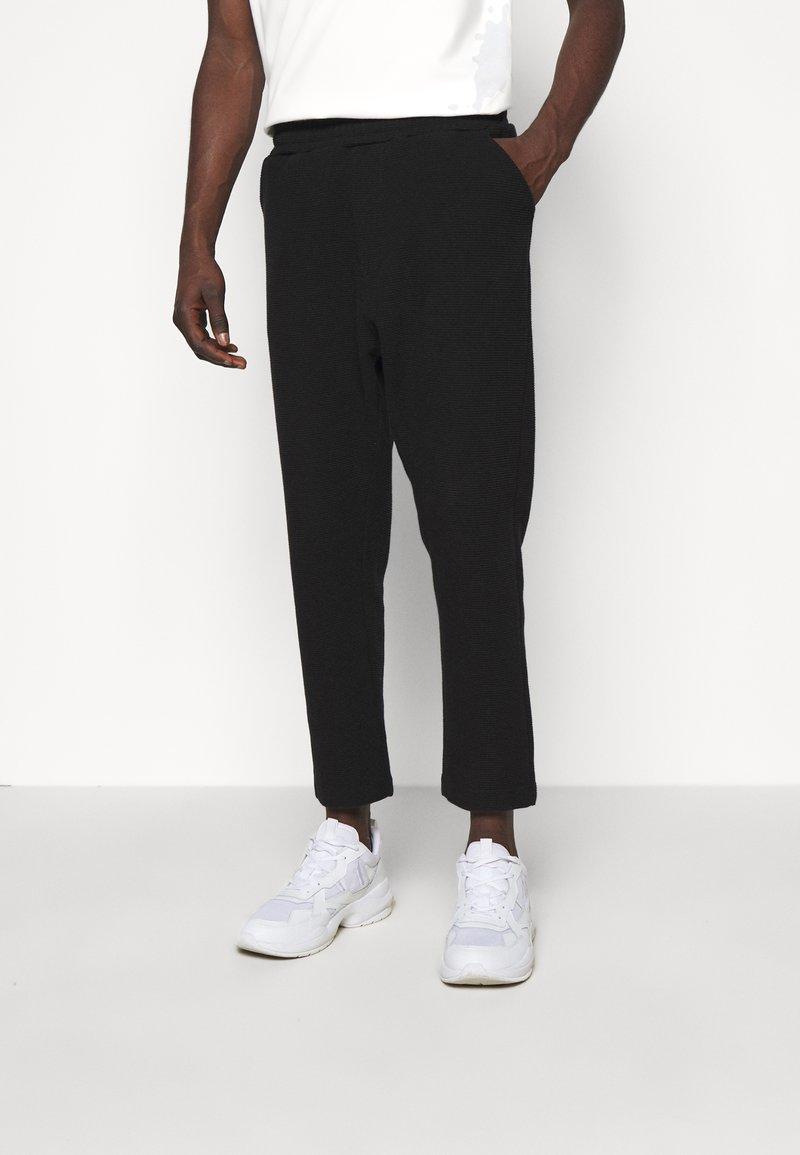 oftt - TROUSERS - Pantalon classique - black