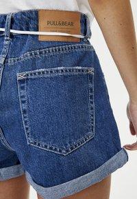 PULL&BEAR - MIT KNÖPFEN VORNE - Denim shorts - dark blue - 3